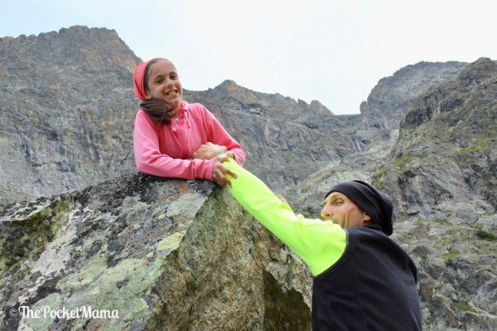 arrampicata sulle rocce papà e figlia