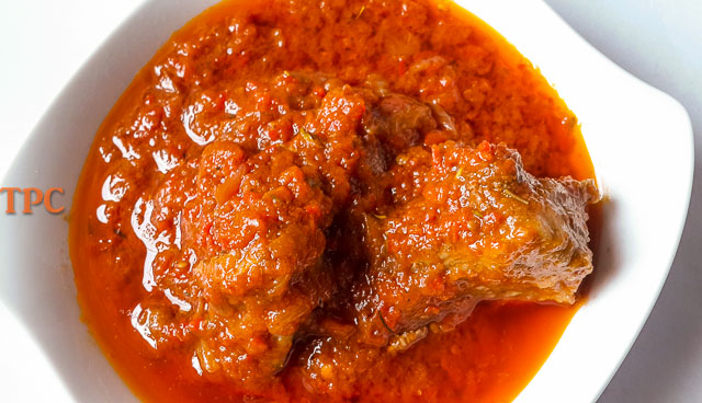 Flavoursome and easy Nigerian tomato stew with chicken