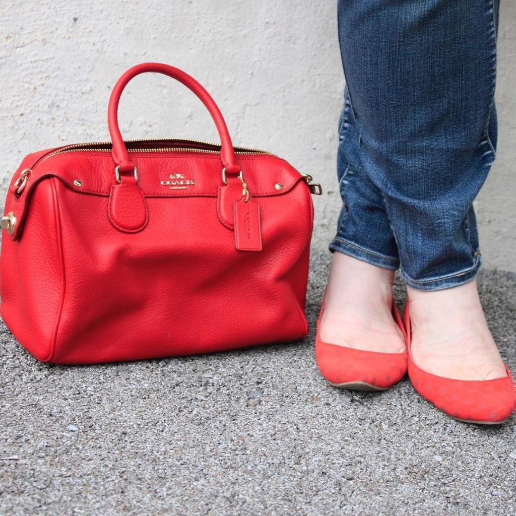 Jeans amp classic red accessoriescant go wrong with that combo!hellip