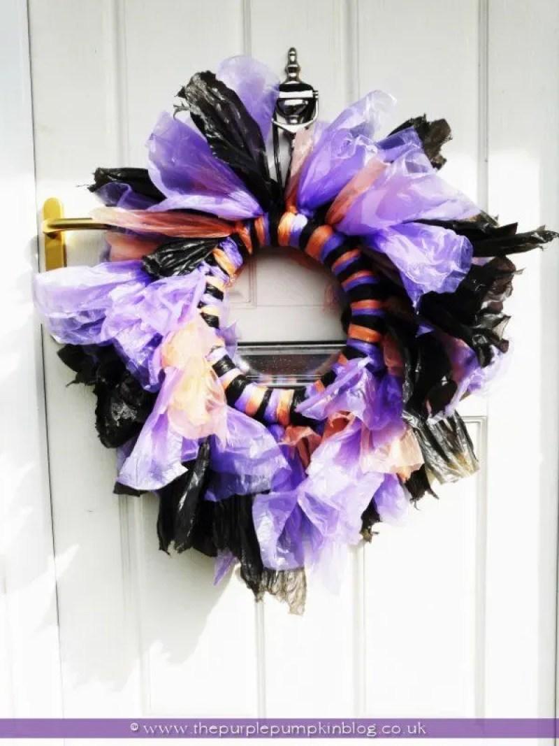 trash-bag-halloween-wreath-the-purple-pumpkin-blog