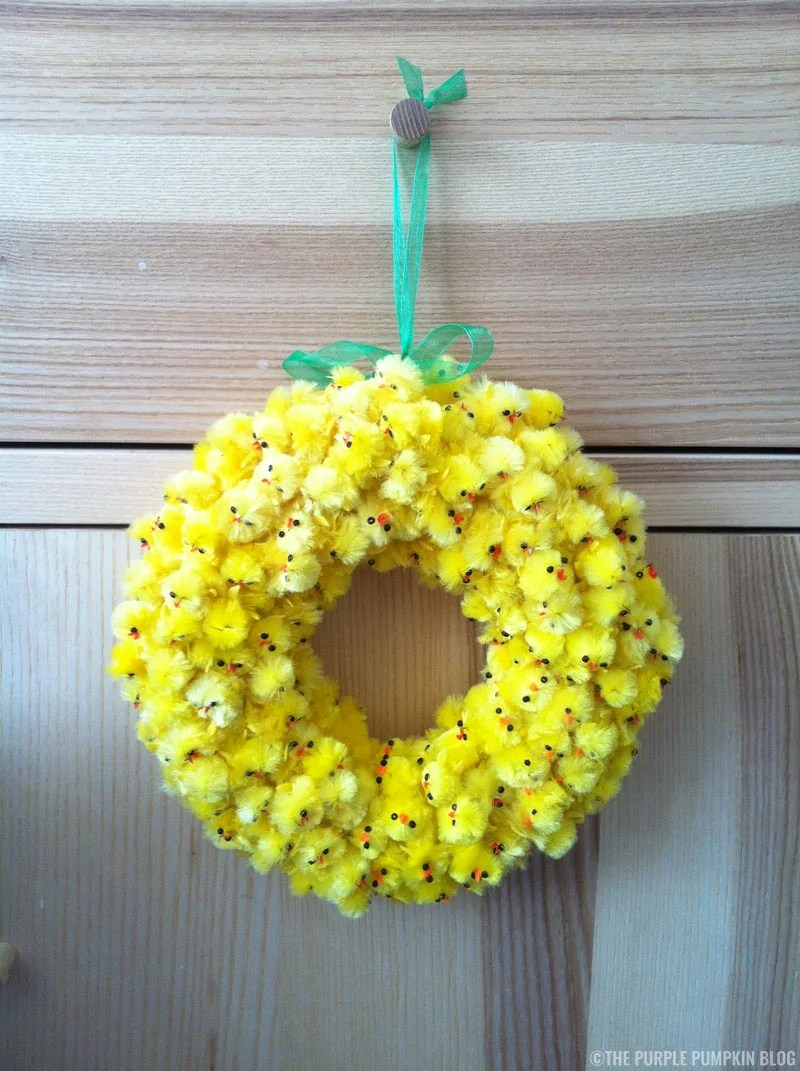 How to make an Easter fuzzy chick wreath. Use cheap pound/dollar store fuzzy chicks and a styrofoam ring to make this fun and fuzzy wreath for Easter!