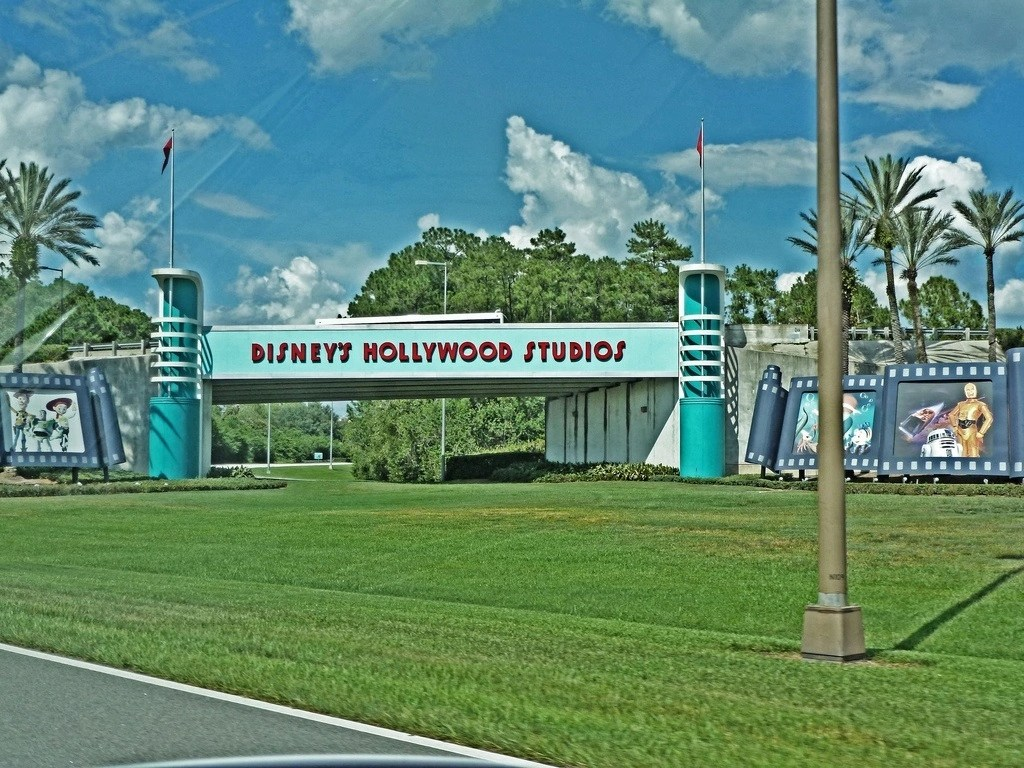 hollywood-studios-sign