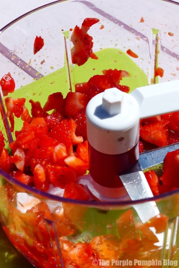 Zyliss EasyPull Food Processor - Strawberries