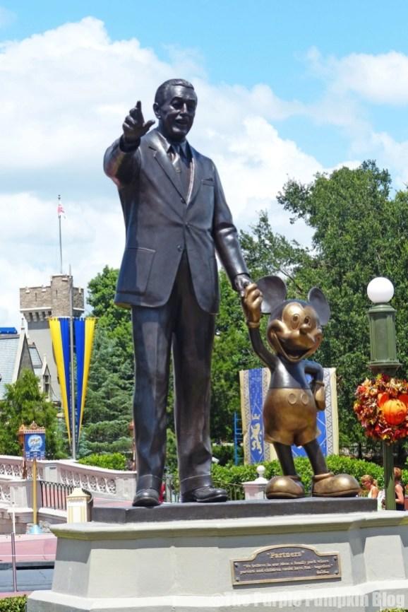 Magic Kingdom - Walt & Mickey Statue