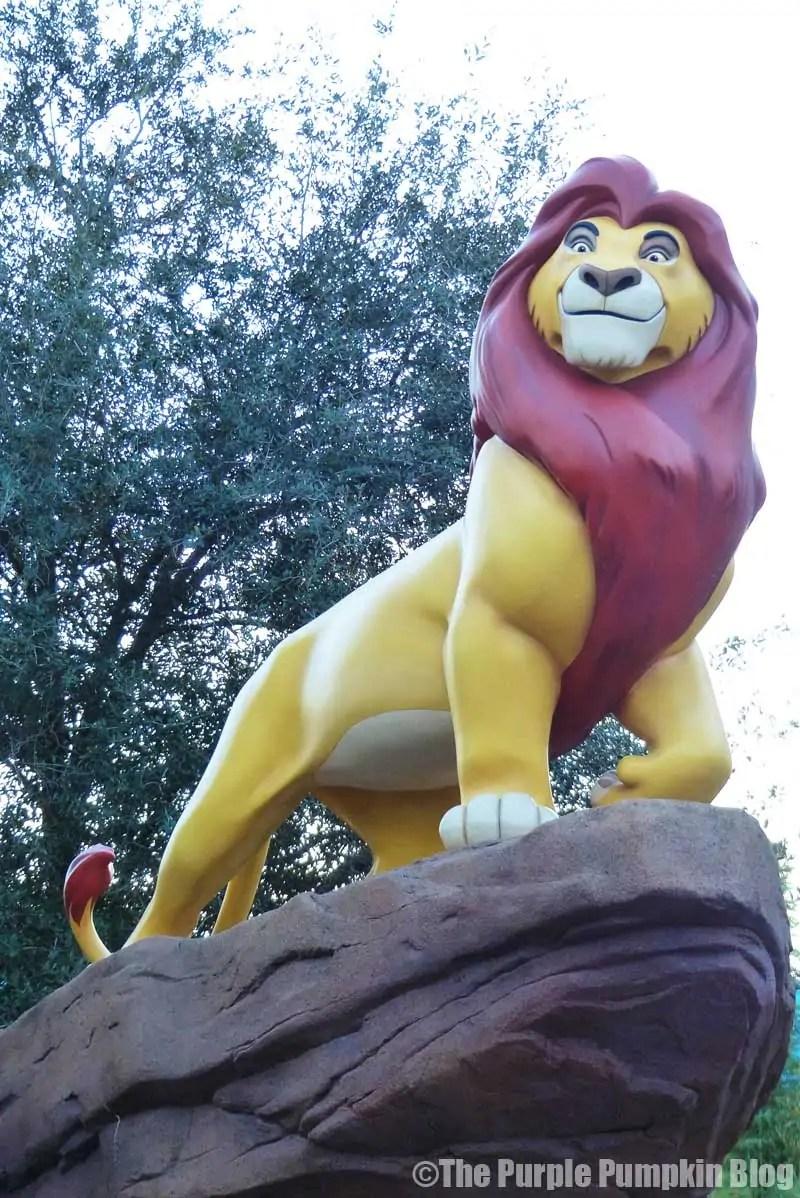 Disney Art of Animation - The Lion King Courtyard - Mufasa Statue