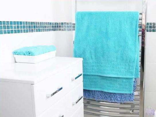 Beach Bathroom - Turquoise Towels