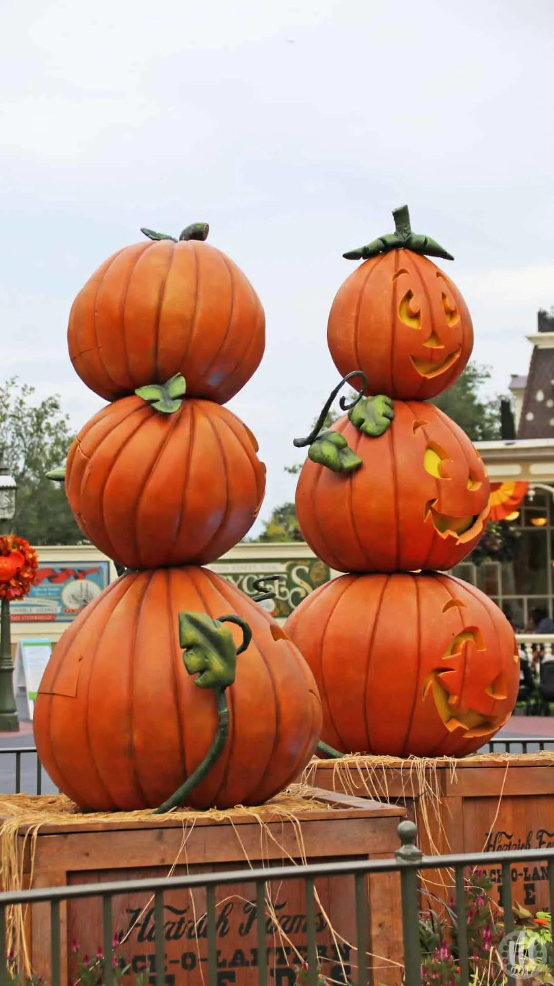 Disney Halloween iPhone Wallpapers - Pumpkin Stacks