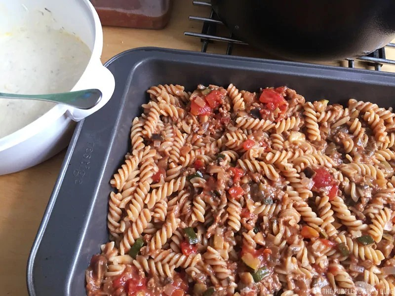 Meal prepping is awesome - you can save so much time, not to mention money by planning and prepping your meals in advance. This meal prep pasta bake is easy to make and can be kept in the fridge for 3-4 days, or frozen to use at a later time.