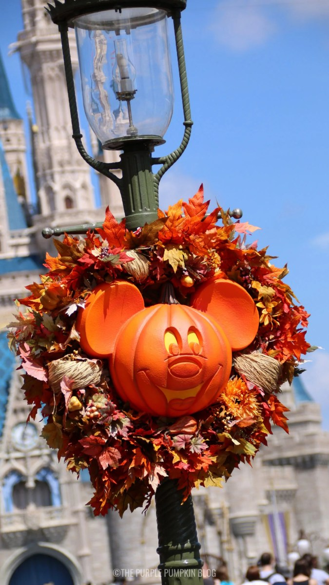 Mickey Pumpkin Fall Wreath Wallpaper