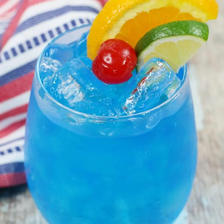 Tropical Blue Cocktail - Blue Rumba