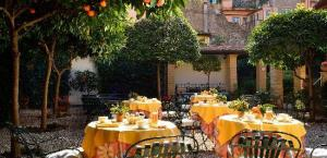hotel-santa-maria Orange courtyard