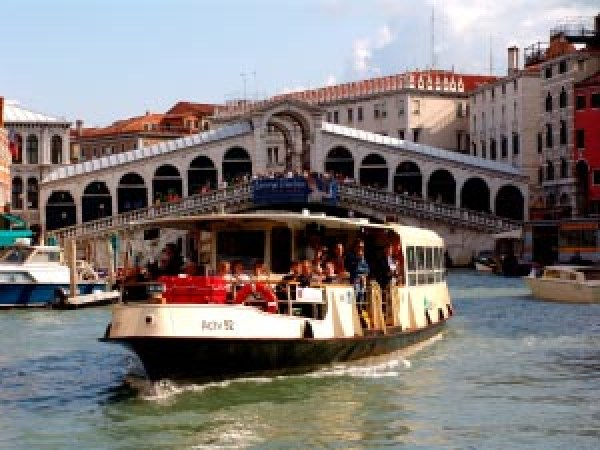 vaporetto water bus rialto bridge venice