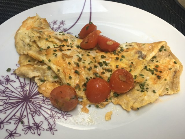 Cheese and chive omelette with tomatoes