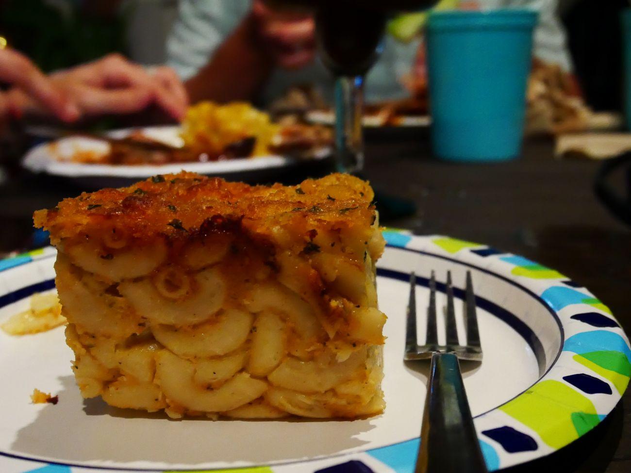 Mac n' cheese pie