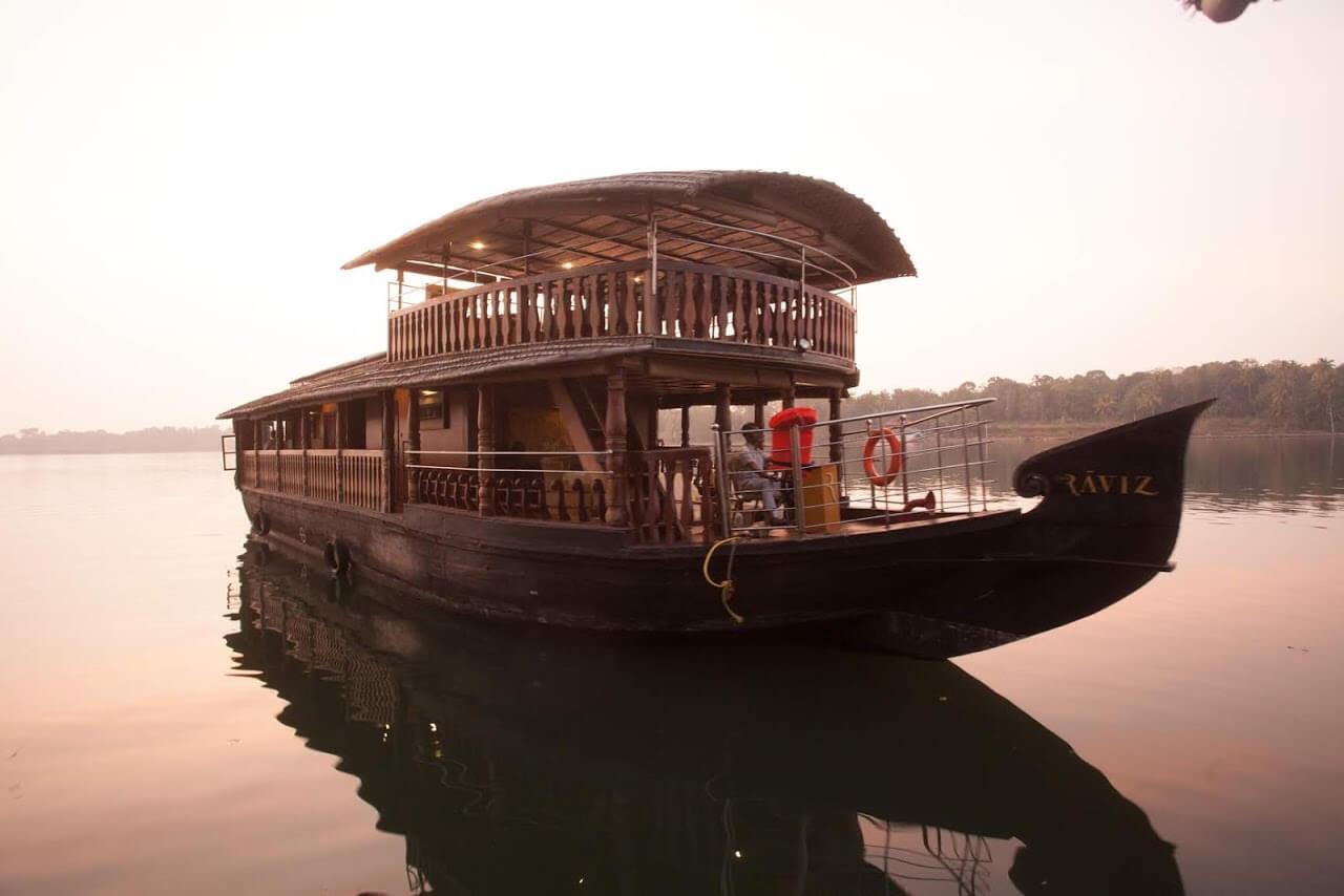 Houseboat - The Raviz Ashtamudi
