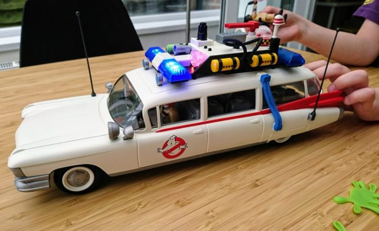 Playmobil Ghostbusters Ecto-1 playing