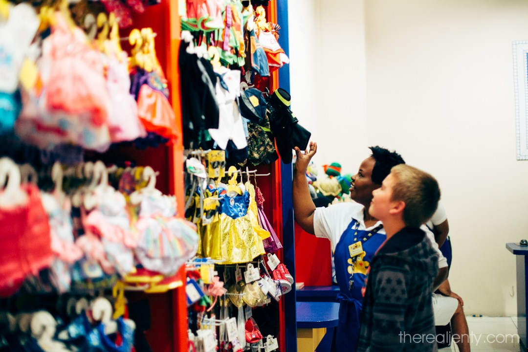 build-a-bear-with-connor-003