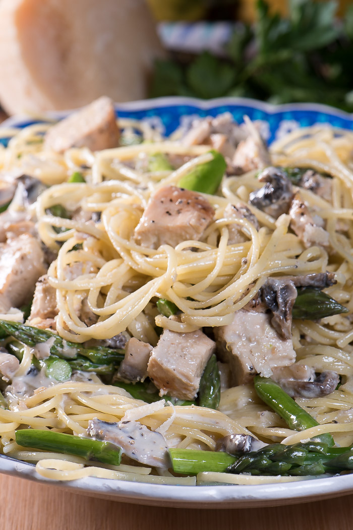 "What says ""spring"" more than lemon chicken pasta with fresh asparagus and mushrooms."