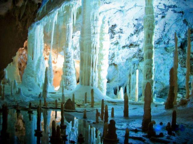 Caves with columns under ground