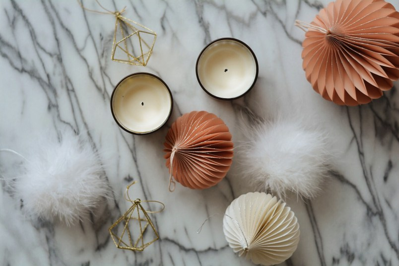 Chic modern holiday decor guide minimalist decorations
