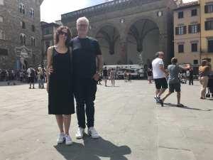 Chrissy and Cameron in the Piazza della Signoria