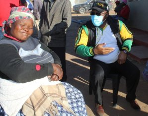ANC chairman Oscar Mabuyane having a conversation with one of the residents in Mbekweni, Whittlesea
