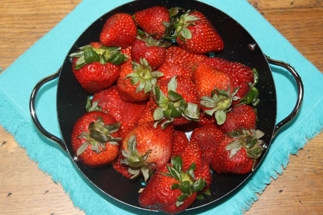 strawberries whole metal colander2