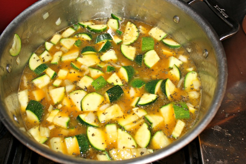 800 zucchini and onion in broth pot