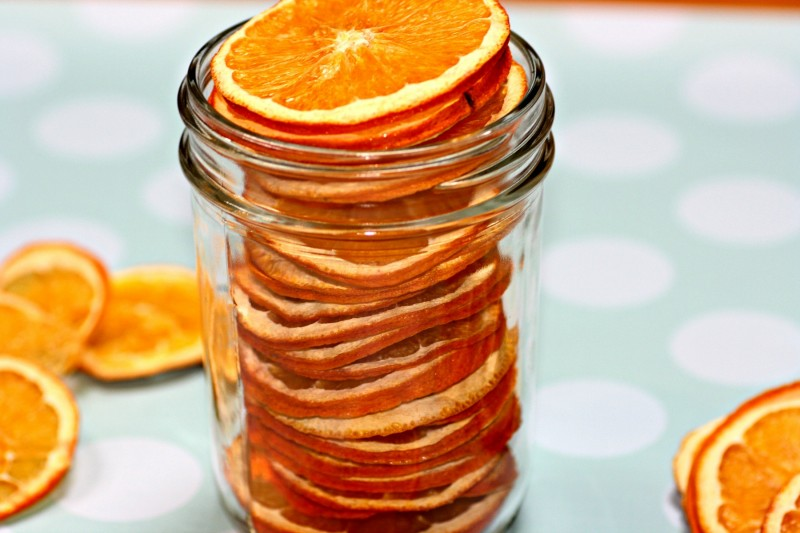 2200 oranges stacked in jar
