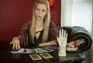 Favorite Resources: Photo of Brandy Joy reading tarot cards