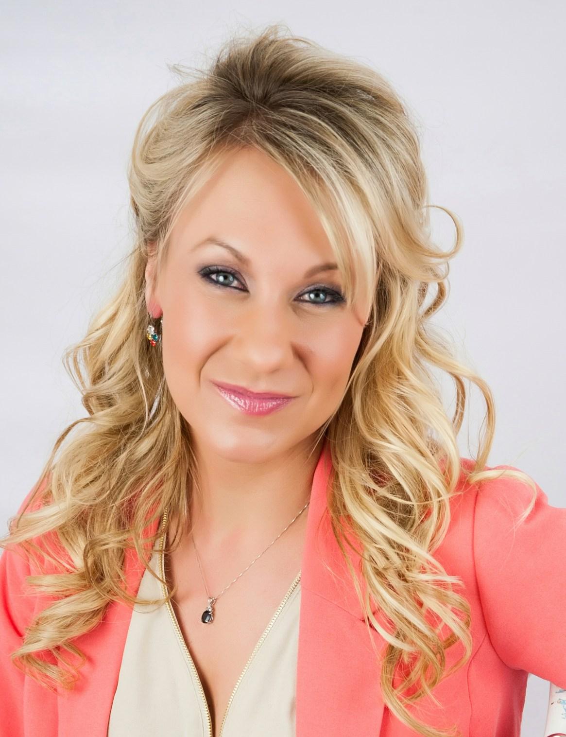 Makeup Artist / Owner Evelyn Rose