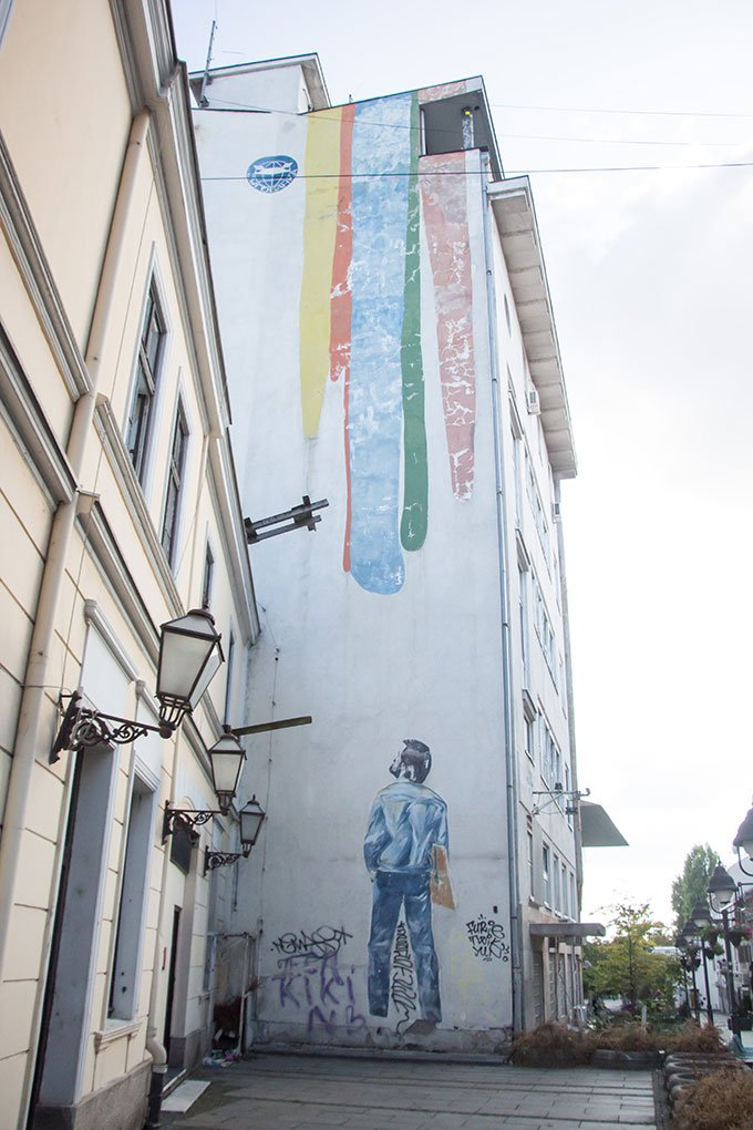 Street art of man on building: Things to do in Belgrade