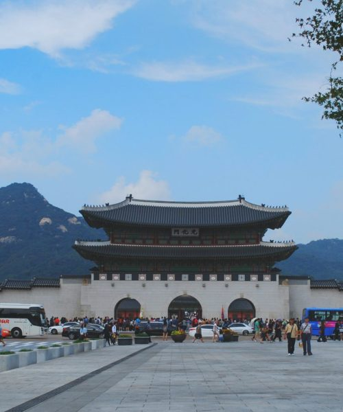 If Germany has the Neuschwanstein Castle, then Korea has Gyeongbokgung Palace, a grand and large reminder of its former royal history.