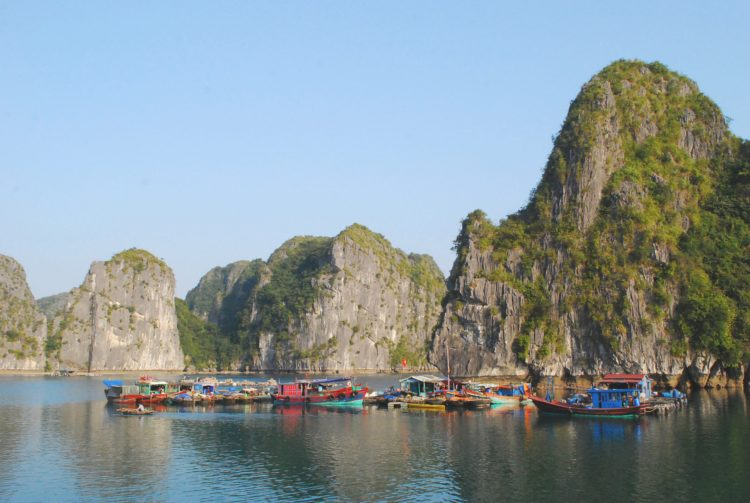 halong-bay-floating-village