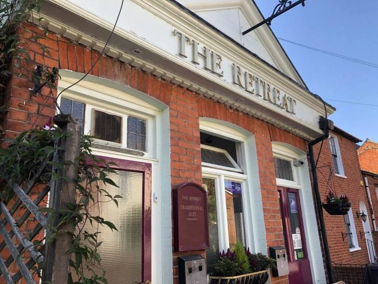 The Retreat pub, 8 St John's Street, Reading, RG1 4EH