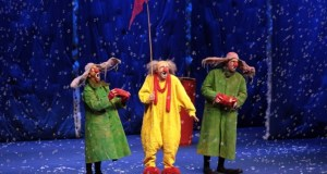 one yellow two green clowns with net
