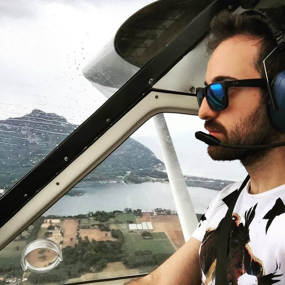 Riccardo is flying