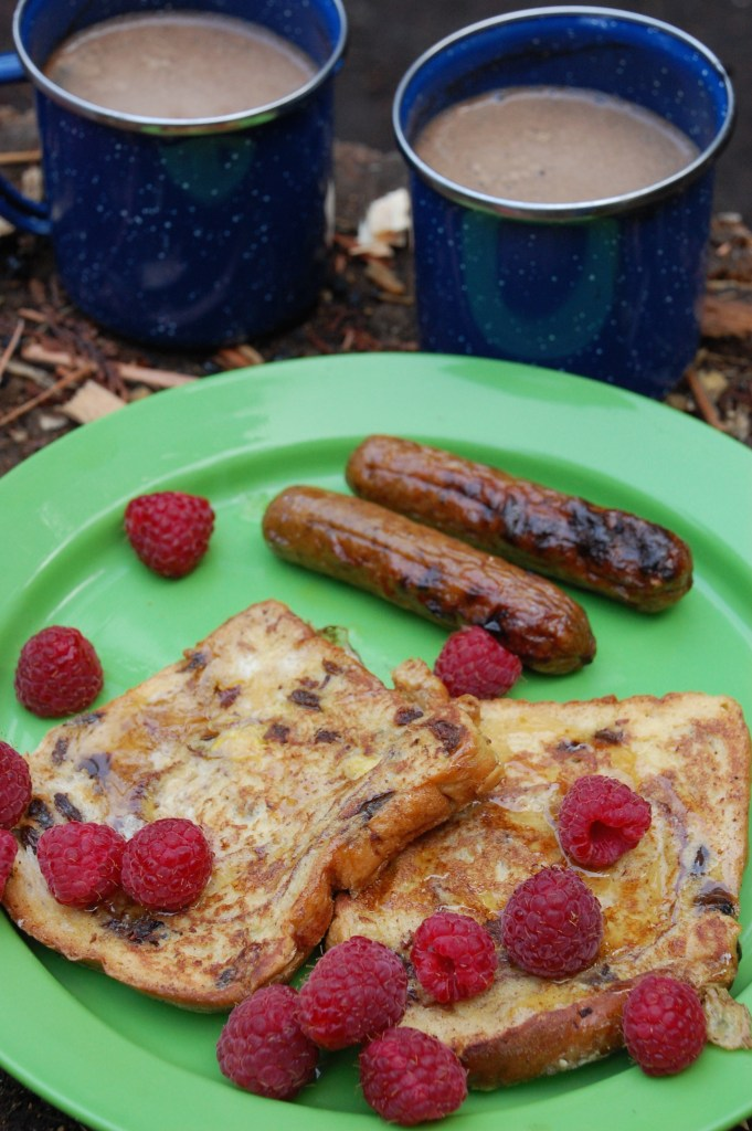 Easy Campfire Cinnamon Raisin French Toast Breakfast | www.theringers.co