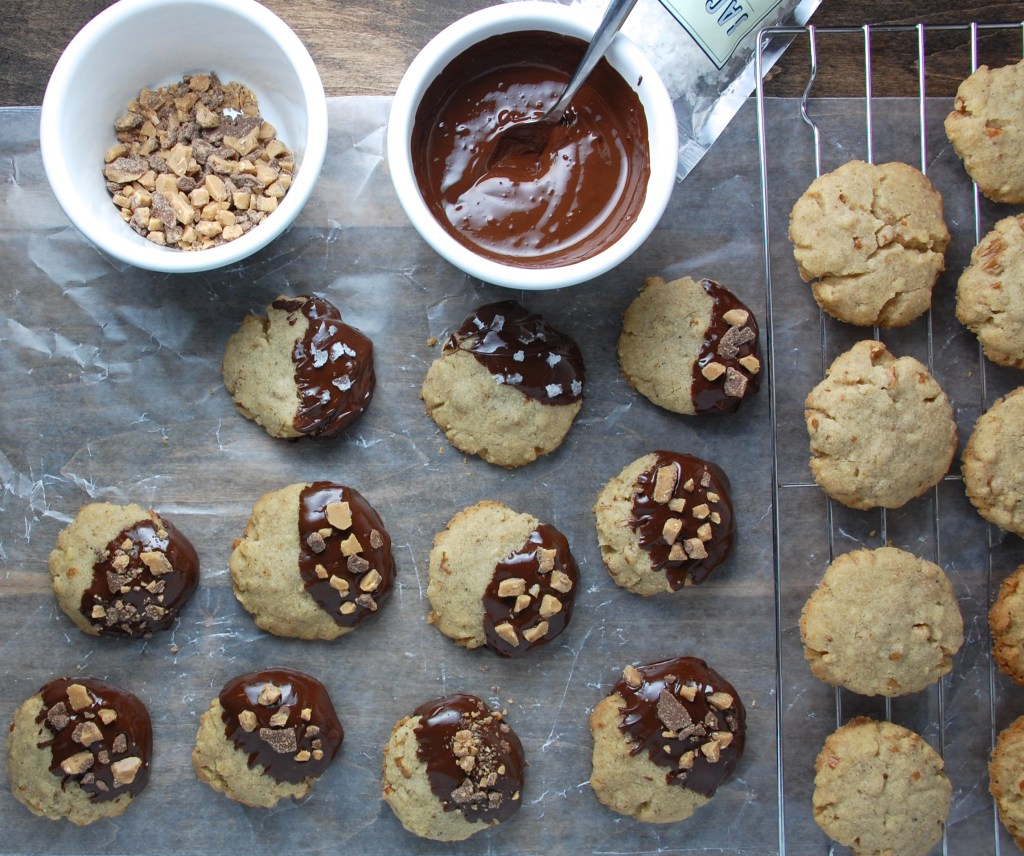 Brown Butter Pecan Sandies with Chocolate | theringers.co