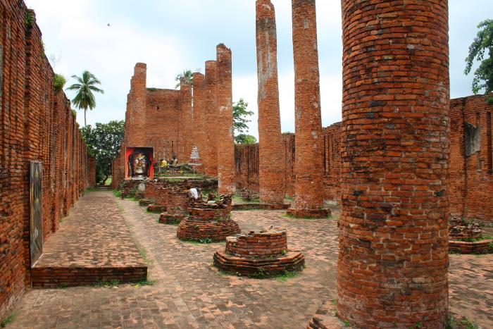Viharn at Wat Thammikarat in Ayutthaya, Thailand