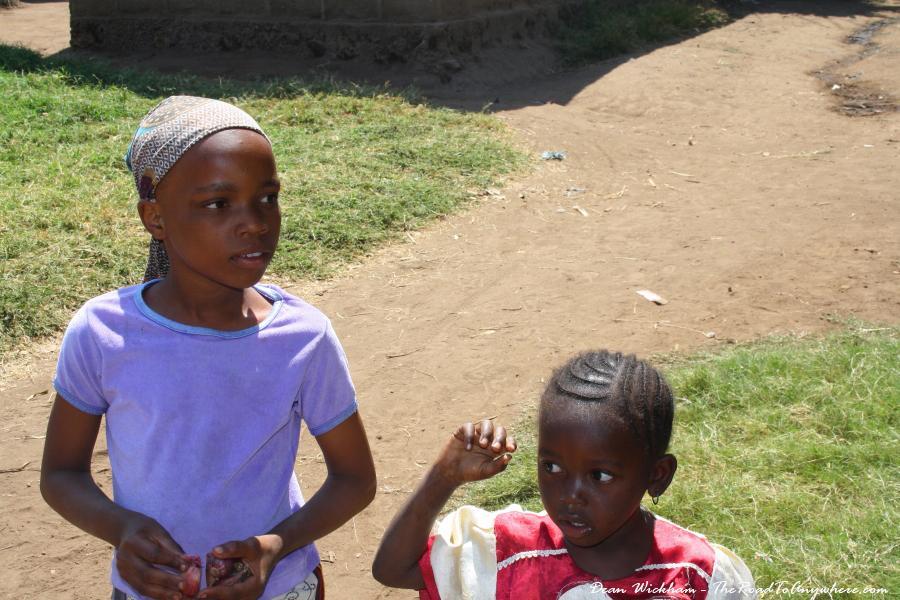 Two girls come to greet in Mto wa Mbu, Tanzania