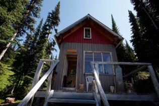 McKirdy trail hut cabin (2)