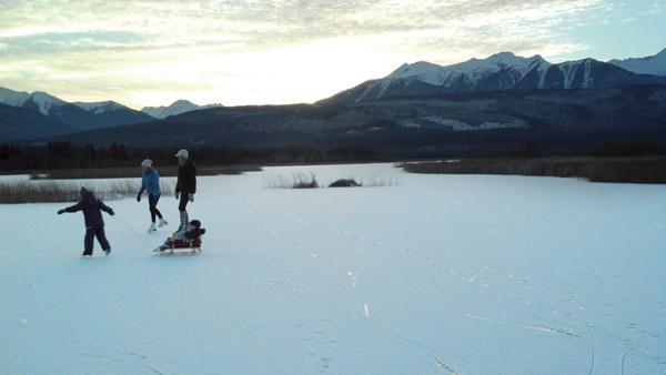 Cranberry Marsh skating Valemount (2)