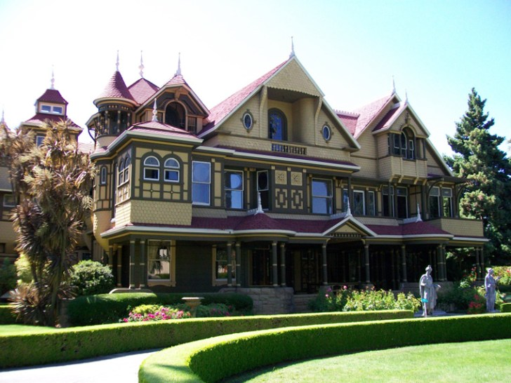 A view of the Winchester House from the front.