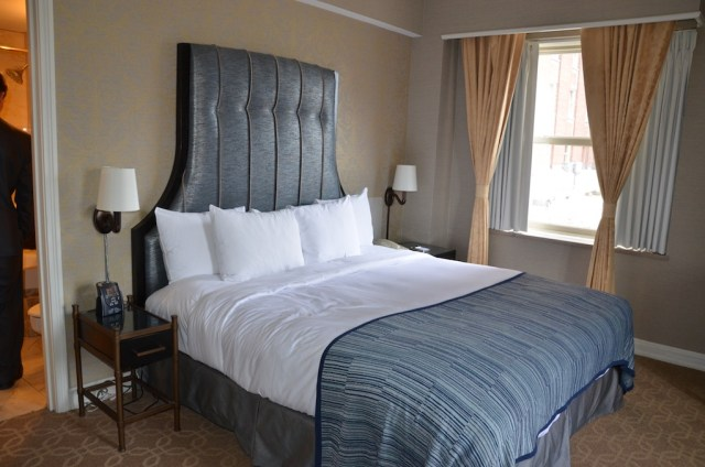 The-Hilton-downtown-Milwaukee-bedroom-bed