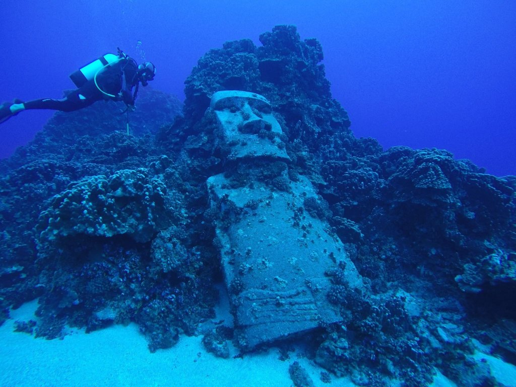 Highlights of Easter Island - Underwater Moai