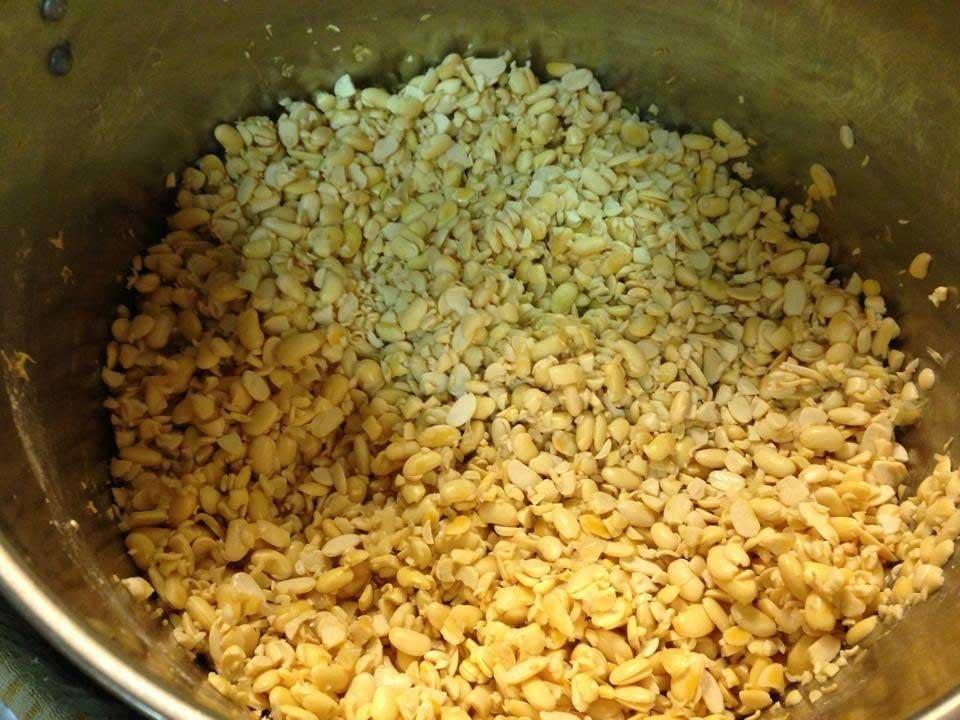 Homemade Tempeh recipe - Beroken soybeans in a pot