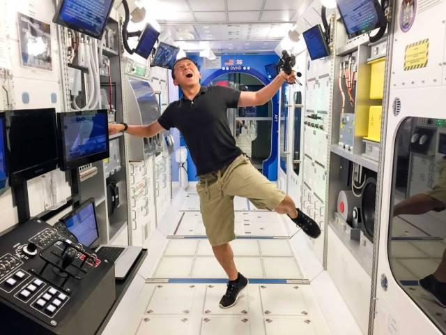 Halef, practicing being weightless.