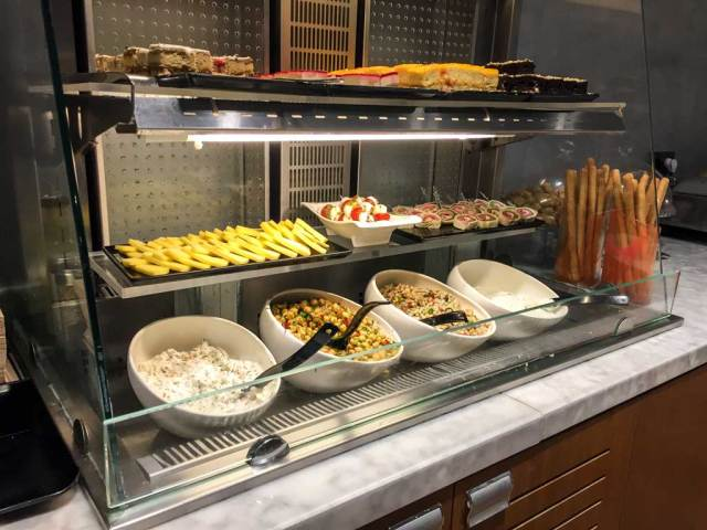 airport lounge access - comfort lounge food