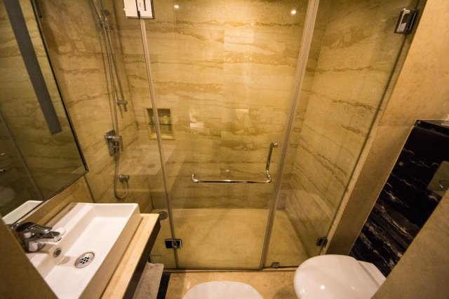 flute boutique hotel jaipur: the bathroom is cramped